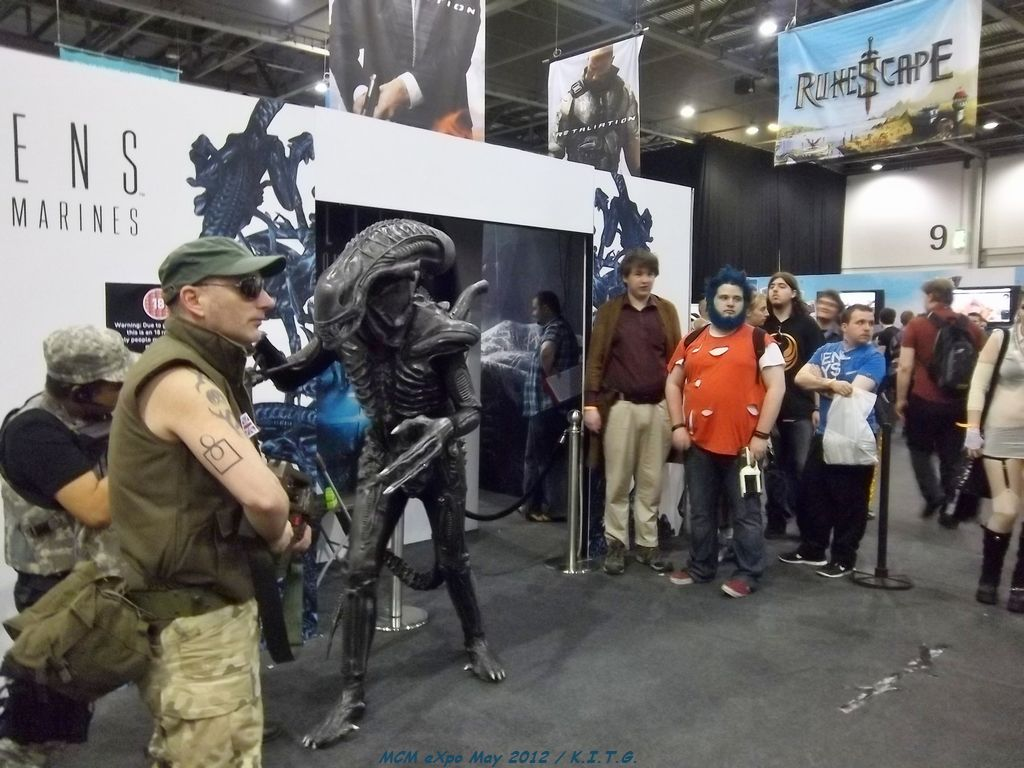 Alien attacks Marines