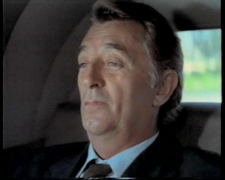 Robert Mitchum as Harry Kilmer
